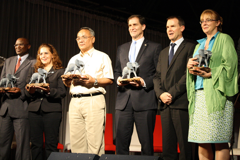 From left to right: Dr. Samuel Kasiki, accepting on behalf of the fallen Kenyan Rangers; Ms. Maria-Elena Sanchez, accepting on behalf of Samsundar Ramdeen, Game Warden (retired), Wildlife Section of the Forestry Division, Trinidad and Tobago; SS Garbyal, accepting on behalf of Uttarakhand Forestry Department and Uttarakhand Police Department, India; Dan Ashe, accepting on behalf of Bonnie Yates, Senior Forensic Scientist (retired), National Fish and Wildlife Forensic Laboratory, United States; John Scanlon, Secretary-General, CITES; Dr. Sandra Alther, accepting on behalf of Dr. Karmele Llano Sánchez, Executive Director, International Animal Rescue, Indonesia.